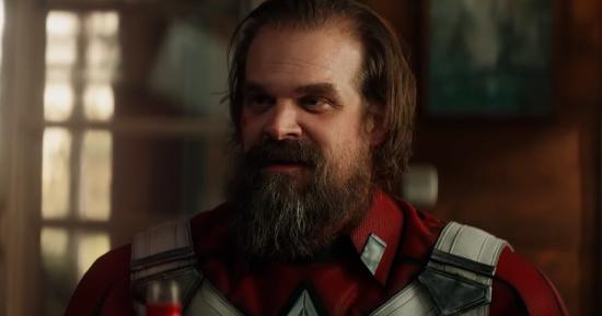 David Harbour como o Guardião Vermelho em Viúva Negra