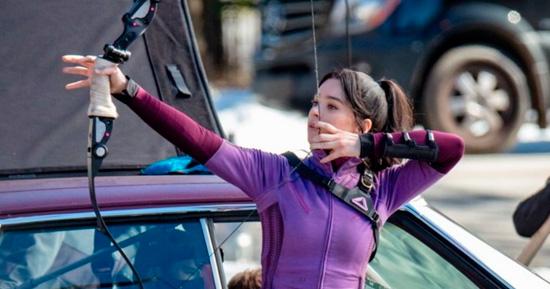 Hailee Steinfeld como Gaviã Arqueira